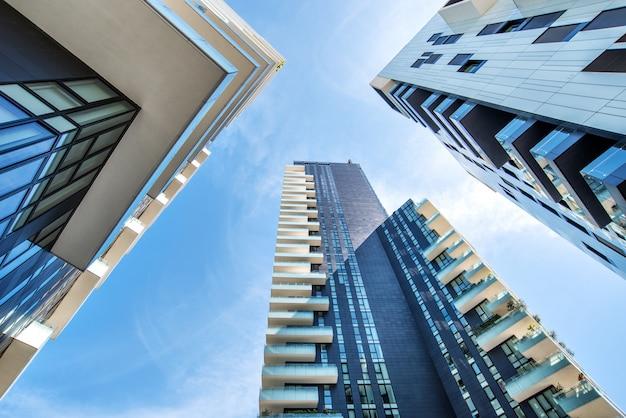 Perspectiva de um ponto dos edifícios em milão