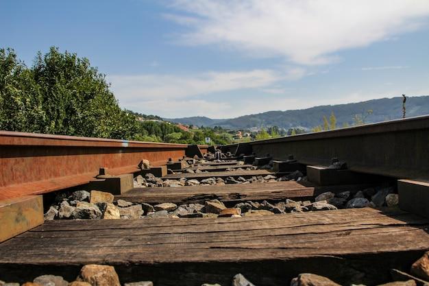 Perspectiva dos trilhos do trem de carga