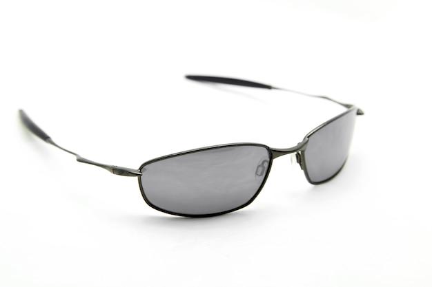 Perspectiva lateral de óculos de sol