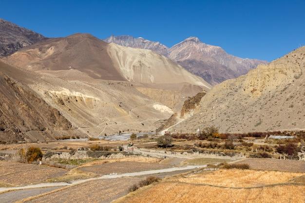 Perto da aldeia de cagbeni, lower mustang nepal