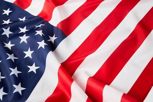 Perto da bandeira americana de babados. bandeira dos eua. dia da memória ou 4 de julho.