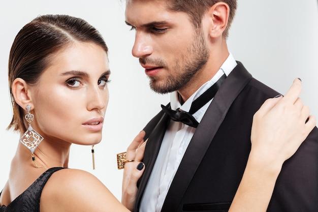 Perto de casal de negócios de moda. isolado