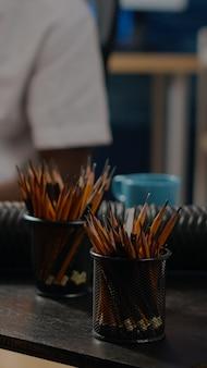 Perto de lápis coloridos para conceito de arte e desenho