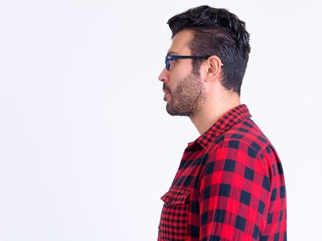 Perto de um homem barbudo hippie turco isolado