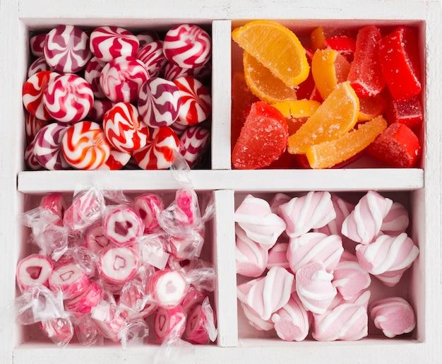 Perto do monte de deliciosos doces