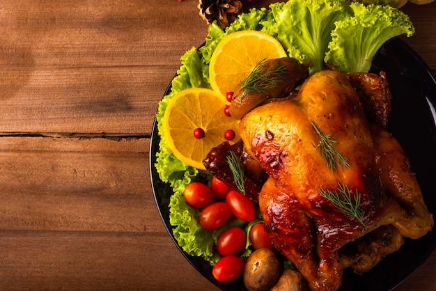 Peru assado com legumes no dia de ação de graças