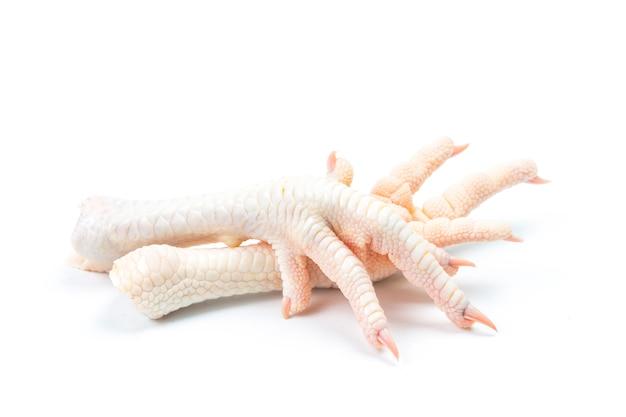Pés de galinha no fundo branco