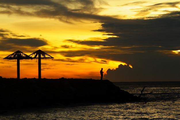 Pesca com incrível pôr do sol