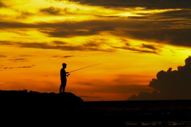 Pesca na fotografia do sol
