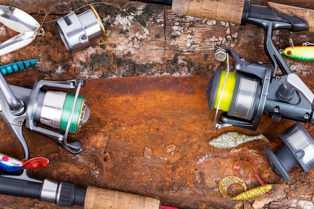 Pesca vara e molinete com linha