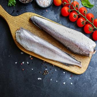Pescada em peixe cru cortado ingrediente de frutos do mar