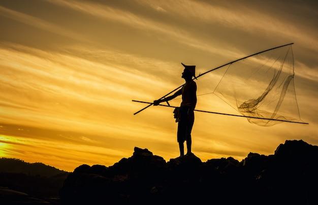 Pescador, pôr do sol