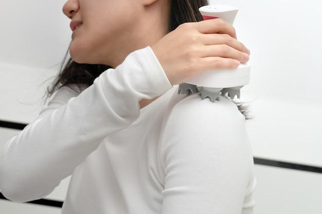 Pescoço braço elétrico e ombro máquina de massagem no ombro das mulheres