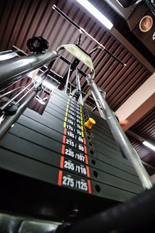 Pesos na máquina de ginástica