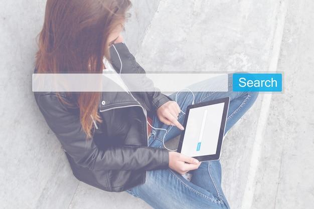 Pesquisa seo online internet browsing web concept. gráfico da lupa da barra de pesquisa do site www