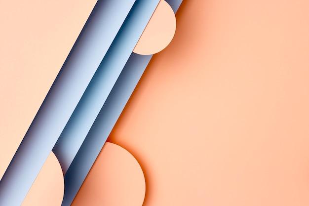 Pêssego e fundo de papel azul