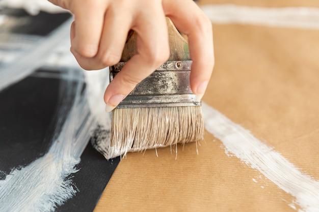 Pessoa close-up, pintura, chão
