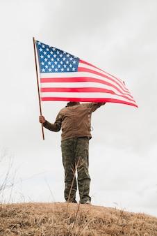 Pessoa, com, bandeira americana, ligado, colina