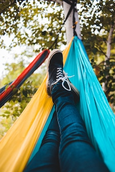 Pessoa deitada na rede