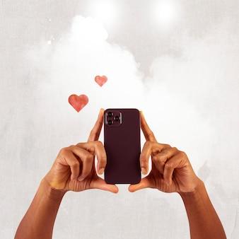 Pessoa do público de mídia social filmando por meio de mídia remixada de smartphones