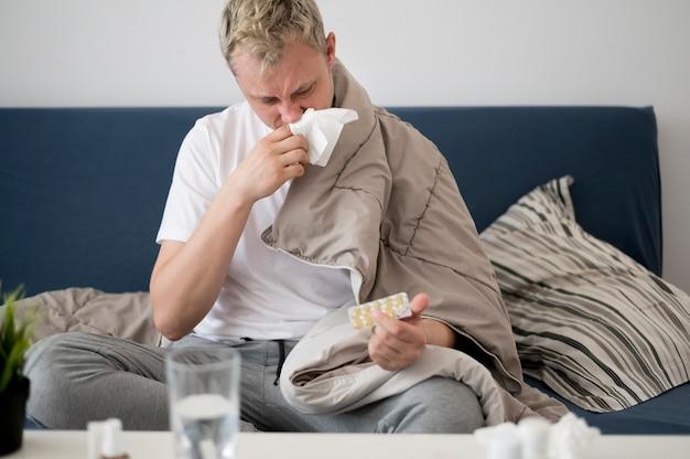 Pessoa doente com corrimento nasal