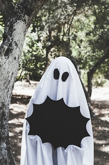 Pessoa, fantasma, fantasia, segurando, dia das bruxas, decoração