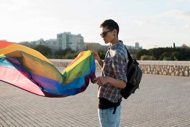 Pessoa jovem, com, voando, lgbt, bandeira
