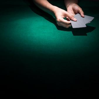 Pessoa, mão, segurando, pôquer, cartão