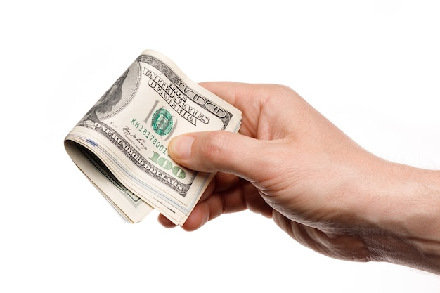 Pessoa segurando notas de cem dólares