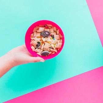 Pessoa, segurando tigela, com, cereal