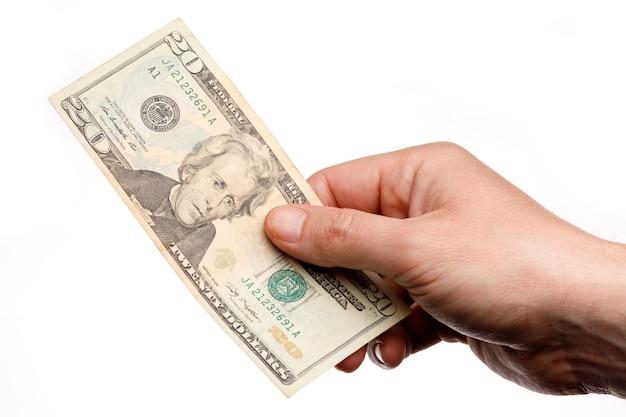 Pessoa segurando uma nota de 20 dólares