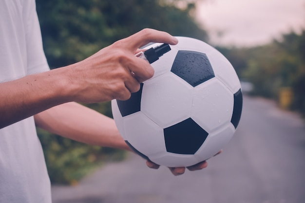 Pessoas álcool spray limpeza futebol futebol