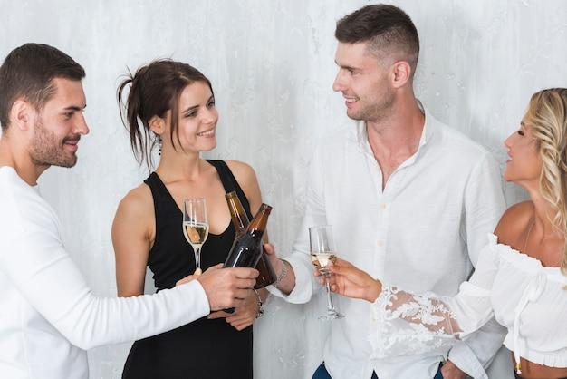 Pessoas, bebendo, álcool
