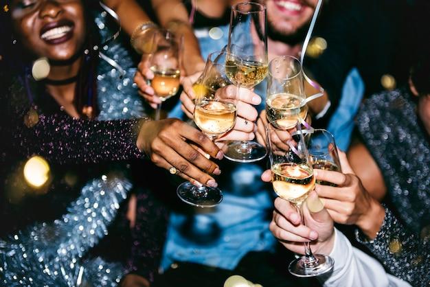 Pessoas, celebrando, em, um, partido