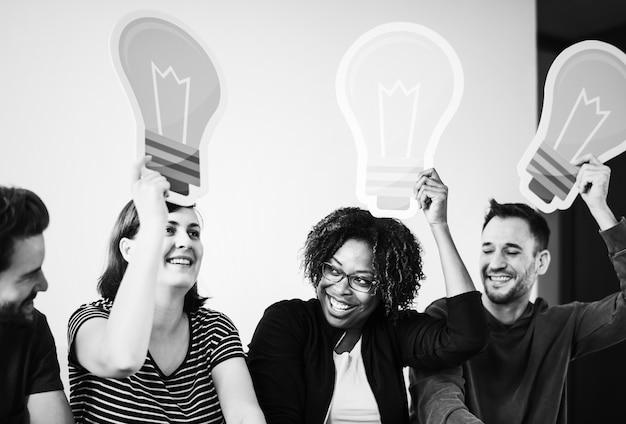 Pessoas, com, ícone lightbulb