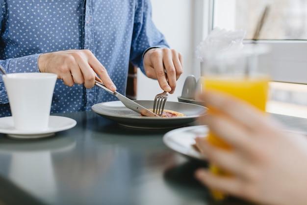 Pessoas, comer, em, um, restaurante