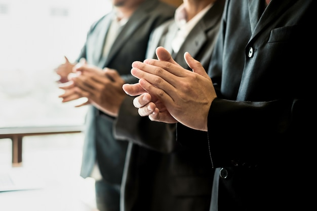 Pessoas de negócios batendo palmas na reunião, conceito de negócio, conceito de sucesso