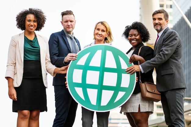 Pessoas de negócios bem sucedidas e conectadas