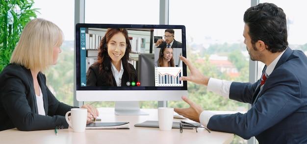 Pessoas de negócios do grupo de chamada de vídeo reunidas no local de trabalho virtual ou escritório remoto