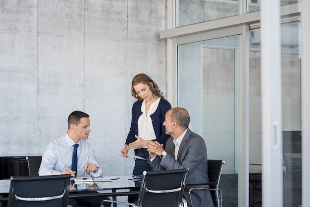 Pessoas de negócios em reunião