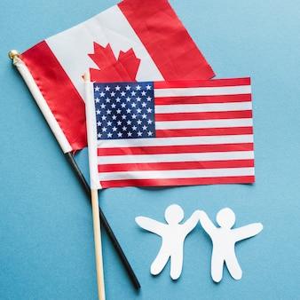 Pessoas de papel de amizade e bandeiras nacionais