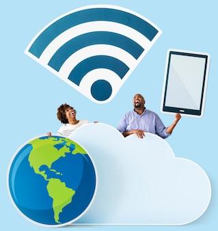 Pessoas felizes com ícones de nuvem e tecnologia