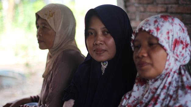 Pessoas felizes juntas na indonésia