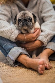 Pessoas homan e conceito de amor canino