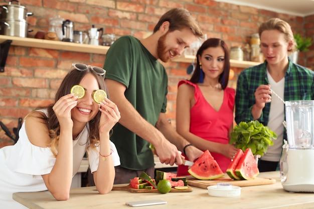 Pessoas na cozinha