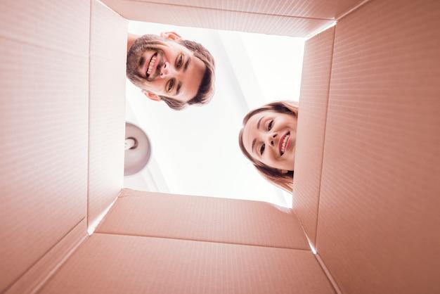 Pessoas na parte inferior da caixa