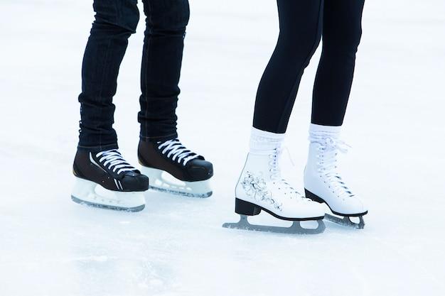 Pessoas na pista de gelo