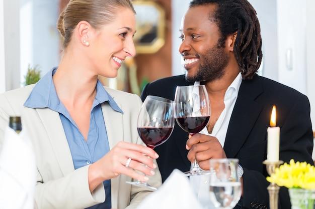 Pessoas negócio, brindar, ligado, lidar, com, vinho