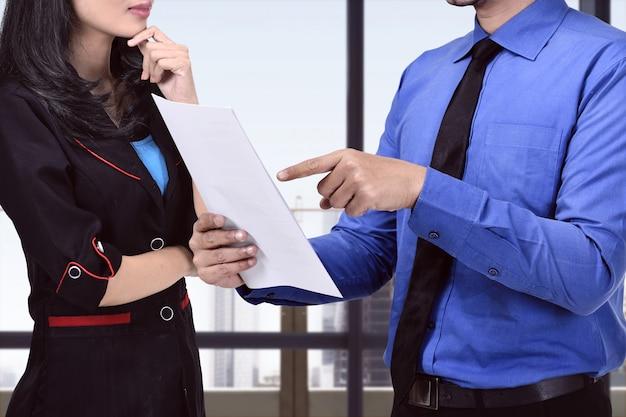 Pessoas negócio, discutir, aproximadamente, plano negócio