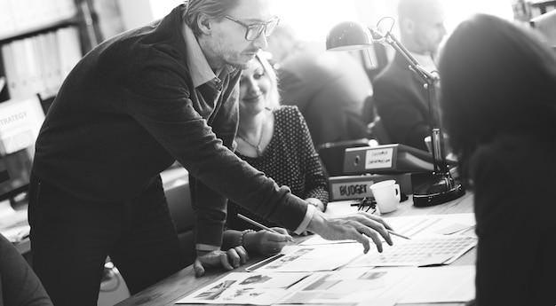Pessoas negócio, reunião, desenho, idéias, conceito
